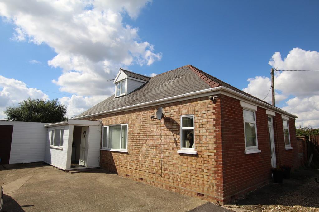3 Bedrooms Detached Bungalow for sale in New Bridge Lane, Wisbech