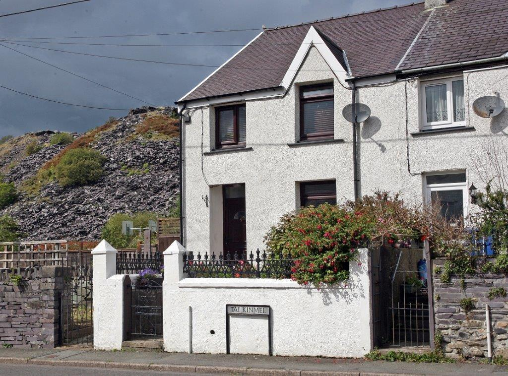 2 Bedrooms End Of Terrace House for sale in Kinmel Terrace, Nantlle, North Wales