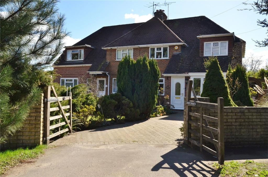 3 Bedrooms Semi Detached House for sale in Oakend Way, Padworth, Reading, Berkshire, RG7
