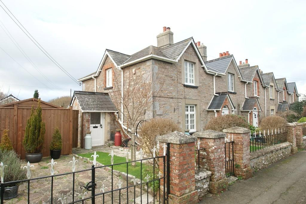 2 Bedrooms Cottage House for sale in Churston Road | Churston Ferrers