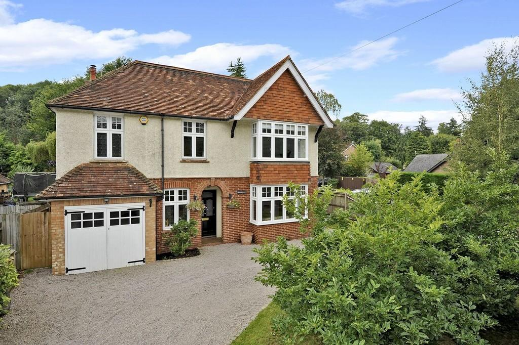 4 Bedrooms Detached House for sale in Birtley Road, Bramley, Guildford GU5 0JA