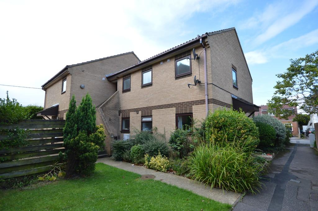 2 Bedrooms Apartment Flat for sale in Vincent Close, New Milton