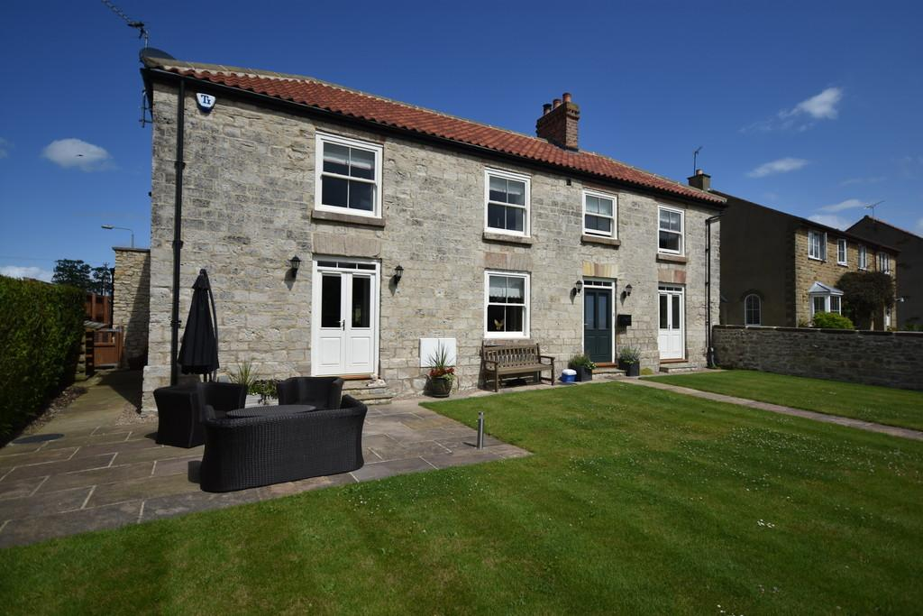 5 Bedrooms Farm House Character Property for sale in Goldsborough, Knaresborough