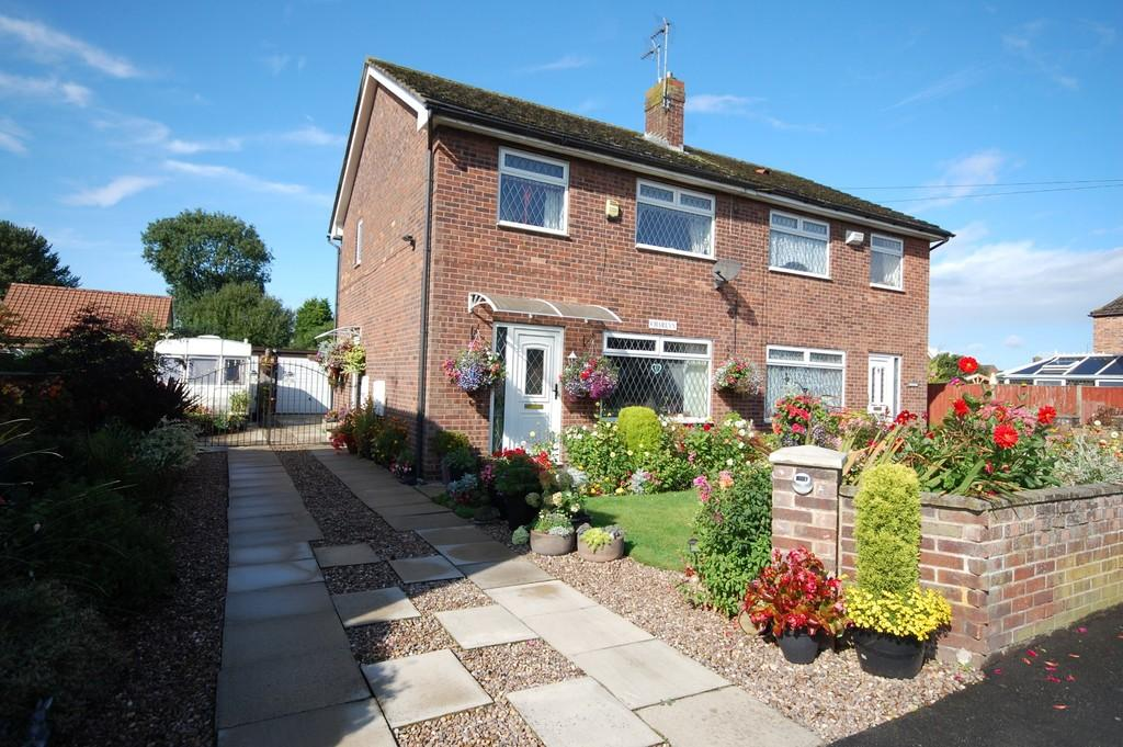 3 Bedrooms Semi Detached House for sale in High Street, Hook