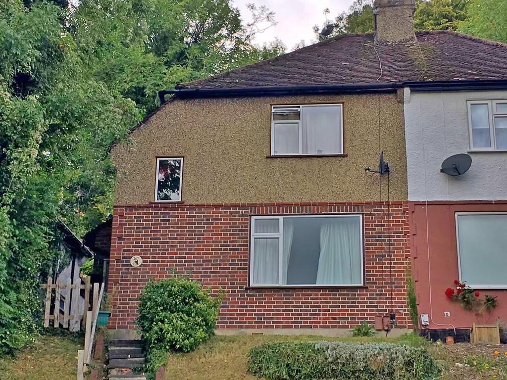 3 Bedrooms Semi Detached House for sale in Stafford Road , Caterham