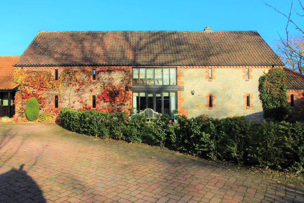 5 Bedrooms Barn Conversion Character Property for sale in Church Street, Long Bennington