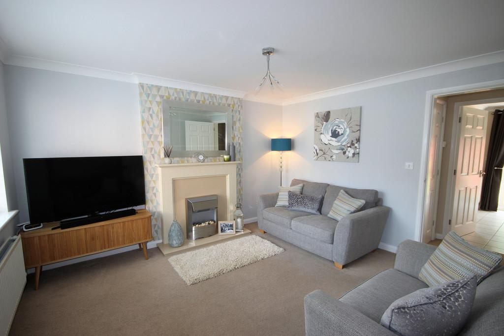 3 Bedrooms Town House for sale in Stirling Close, Church Gresley