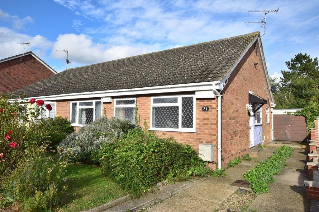 3 Bedrooms Semi Detached Bungalow for sale in Bracken Way, Abberton, CO5 7PG