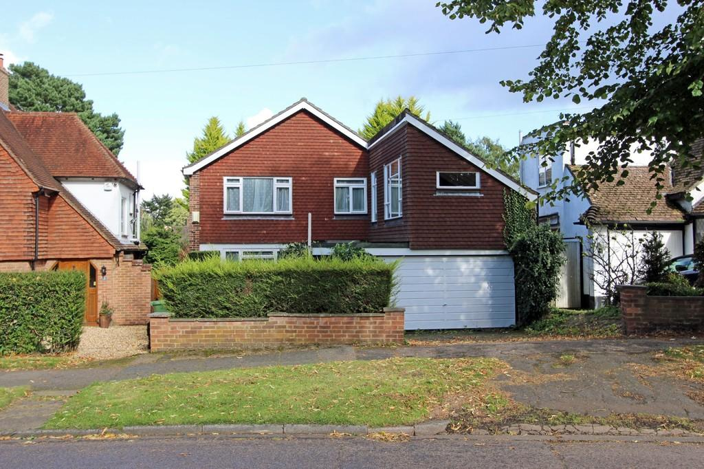 3 Bedrooms Detached House for sale in Colcokes Road, Banstead