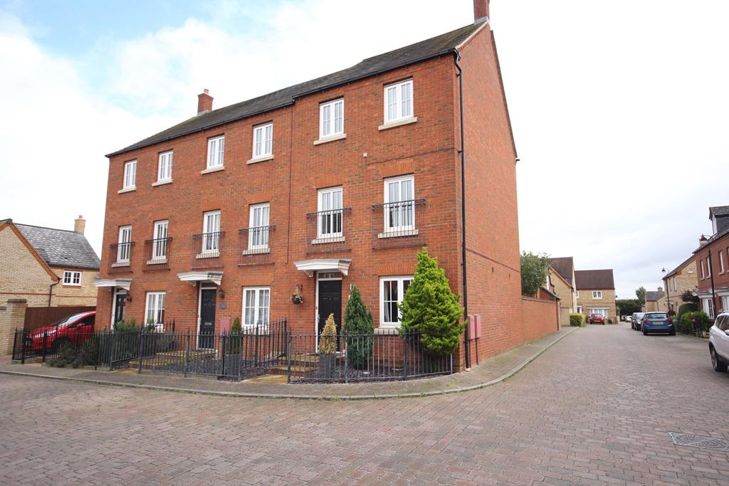 4 Bedrooms End Of Terrace House for sale in Orchard Way, Lower Stondon, Henlow, SG16