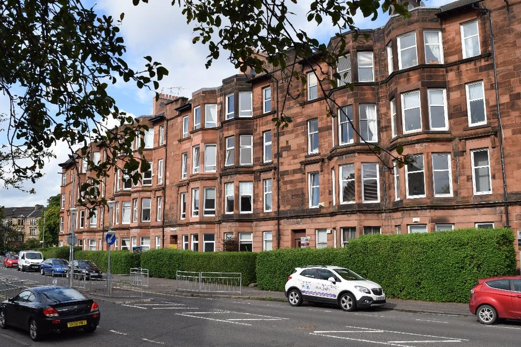 2 Bedrooms Flat for rent in Tantallon Road, Flat 1/L, Shawlands, Glasgow, G41 3HG