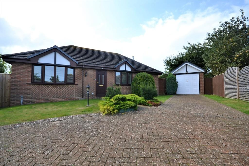 3 Bedrooms Detached Bungalow for sale in The Brambles, Bembridge