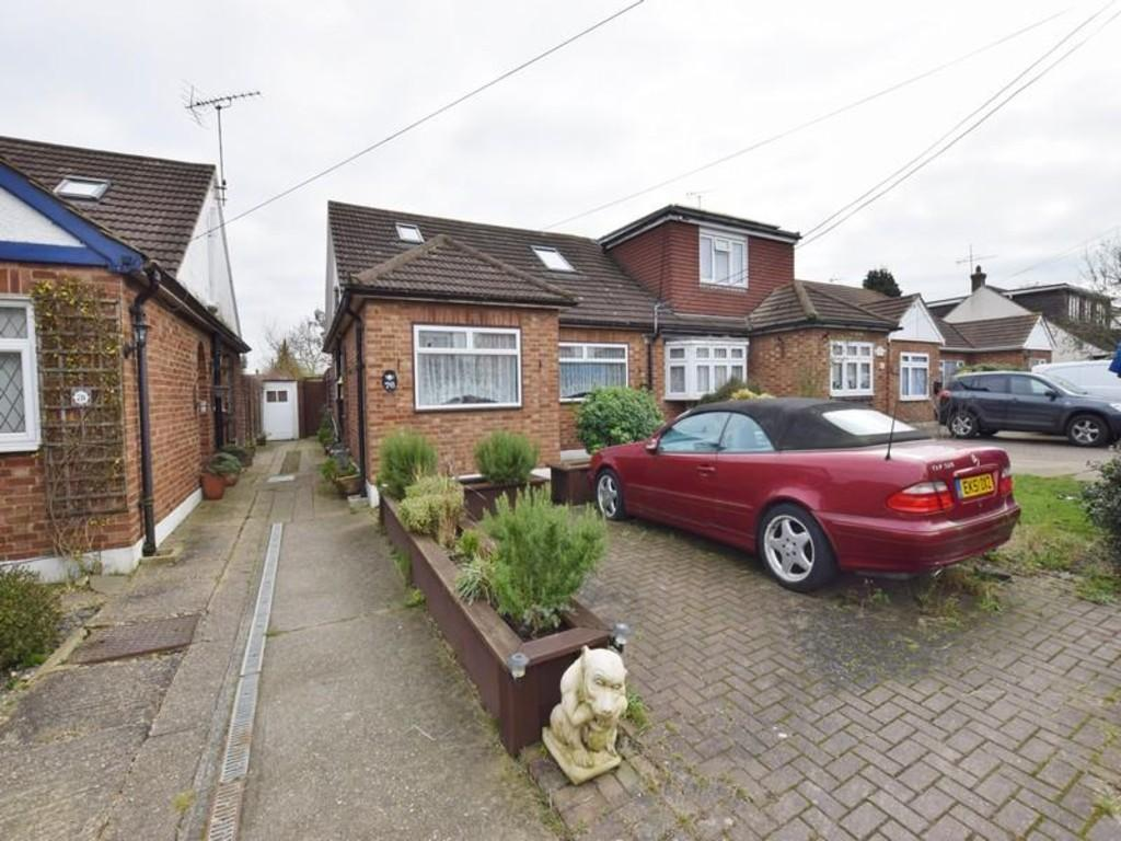 4 Bedrooms Chalet House for sale in Raymonds Drive, Benfleet