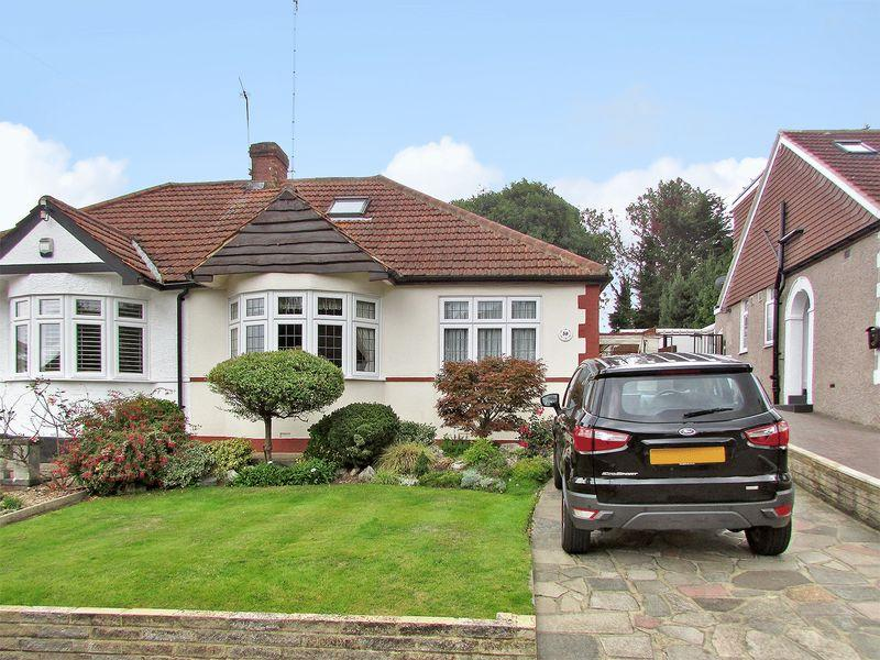 4 Bedrooms Semi Detached Bungalow for sale in Summerhouse Drive, Bexley