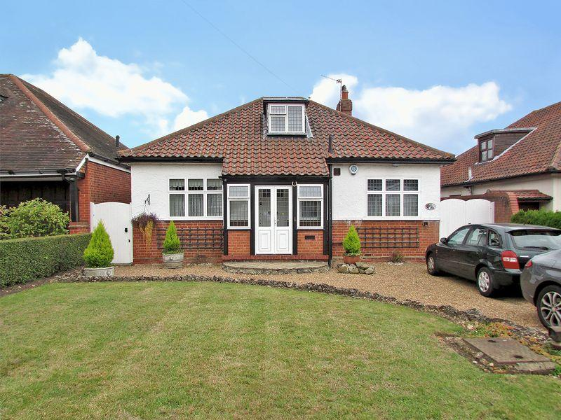 3 Bedrooms Detached Bungalow for sale in Park Crescent, Erith