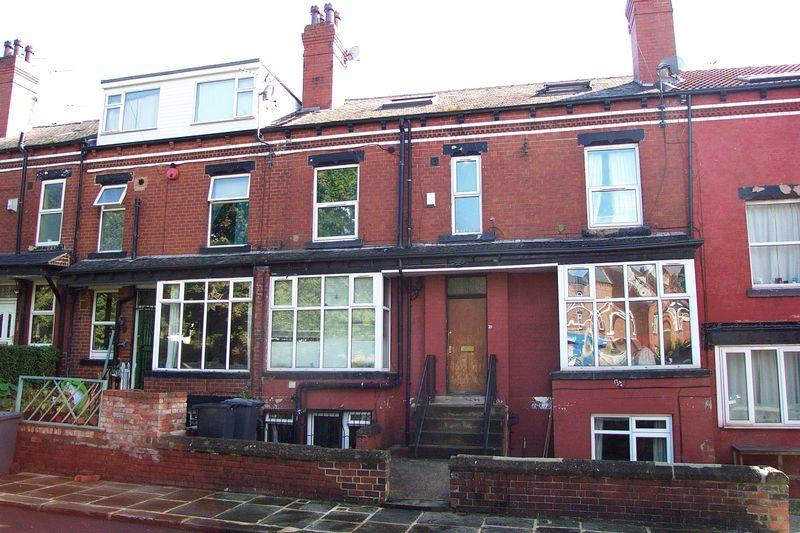 6 Bedrooms Terraced House for sale in Knowle Avenue, Leeds