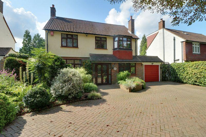 4 Bedrooms Detached House for sale in Cullesden Road, Kenley