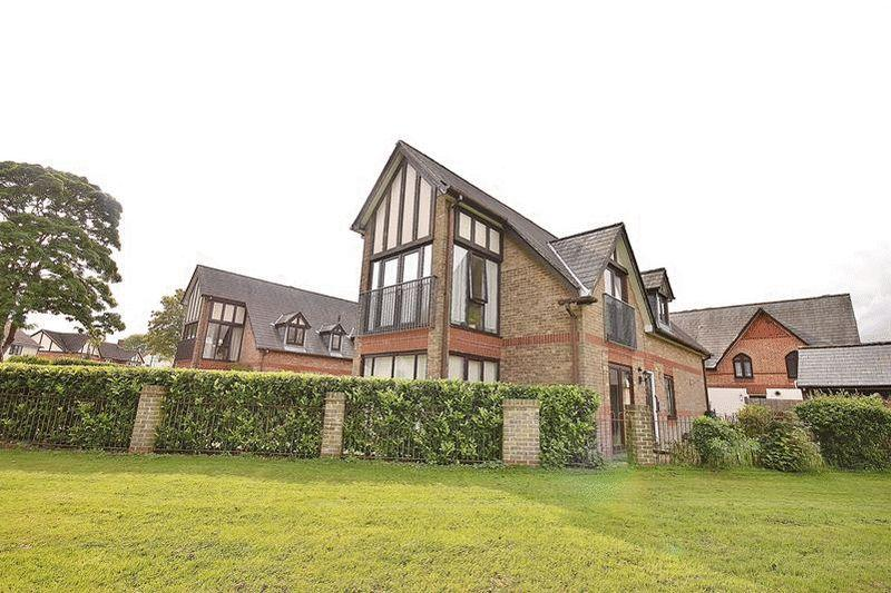 2 Bedrooms Apartment Flat for sale in Redvers Road, Warlingham