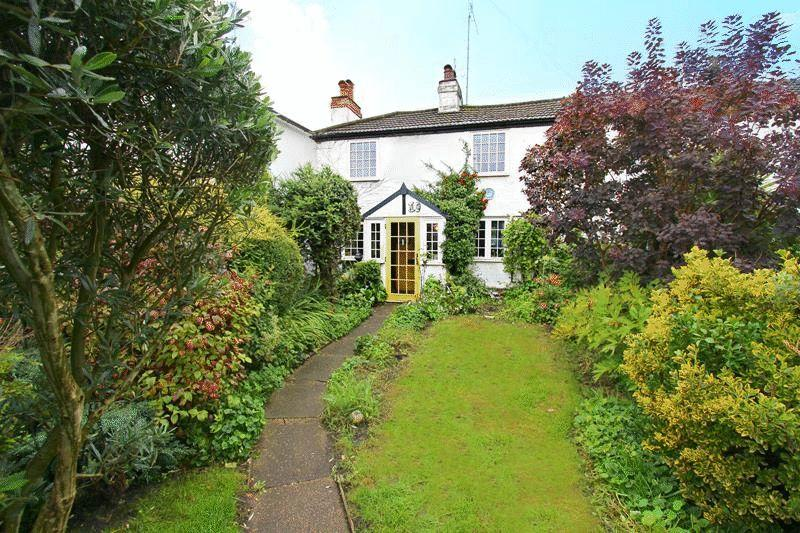 3 Bedrooms End Of Terrace House for sale in High Street, Godstone