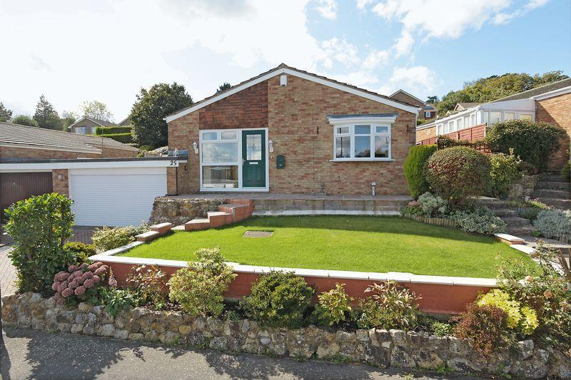 3 Bedrooms Detached Bungalow for sale in Rochester Way, Crowborough, East Sussex