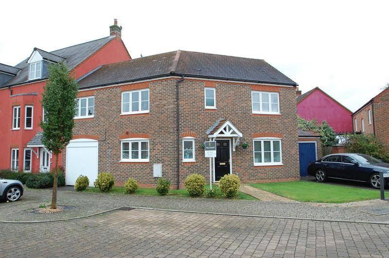 4 Bedrooms End Of Terrace House for sale in Hobbs Square, Petersfield, Hampshire