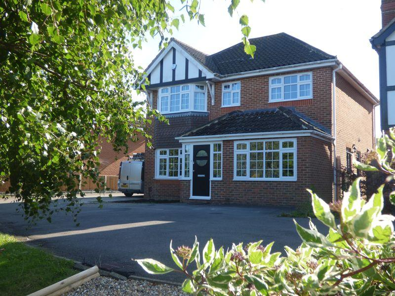 4 Bedrooms Detached House for sale in Temple Close, Ashford