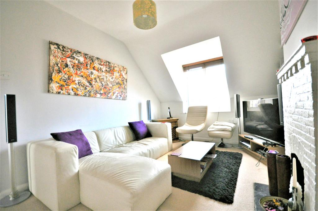 1 Bedroom Apartment Flat for sale in High Street, Esher