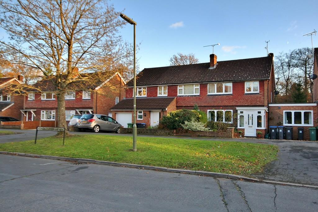 3 Bedrooms Semi Detached House for sale in St. John's, Woking