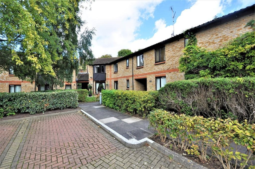1 Bedroom Apartment Flat for sale in West End Lane, Esher