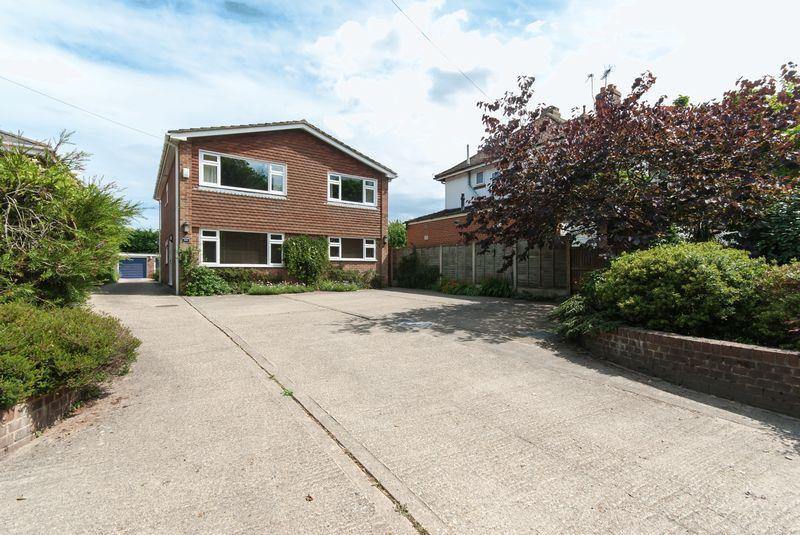 4 Bedrooms Detached House for sale in Stodmarsh Road, Canterbury