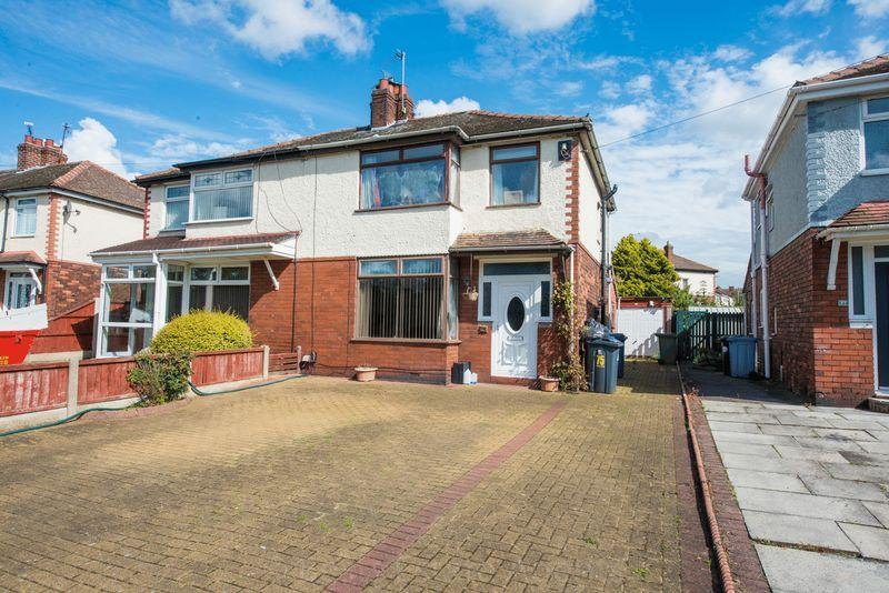 3 Bedrooms Semi Detached House for sale in Heath Road, Runcorn
