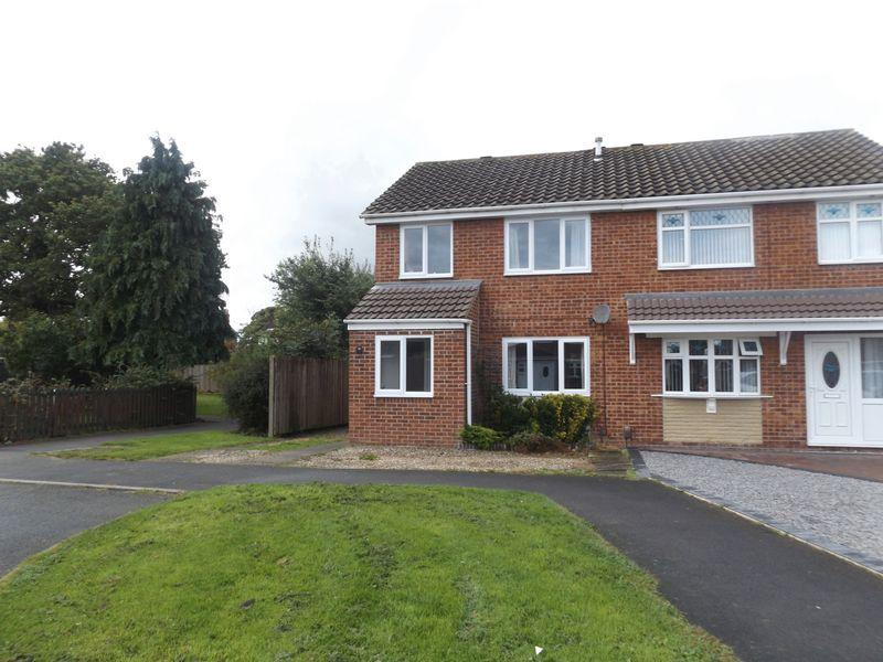 3 Bedrooms Semi Detached House for sale in St Andrews Close, Eaglescliffe