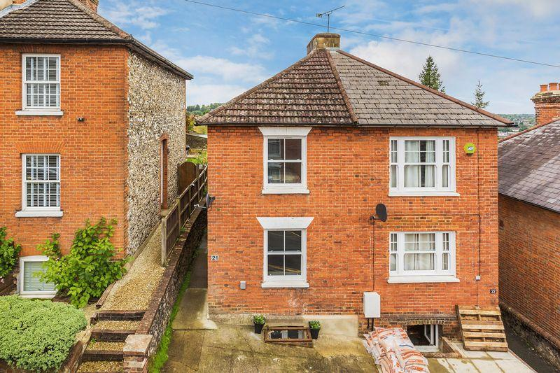 2 Bedrooms Semi Detached House for sale in Town Centre