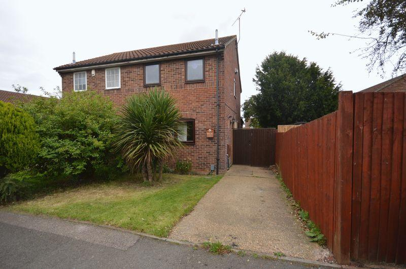 2 Bedrooms Semi Detached House for sale in Bunting Road, Luton