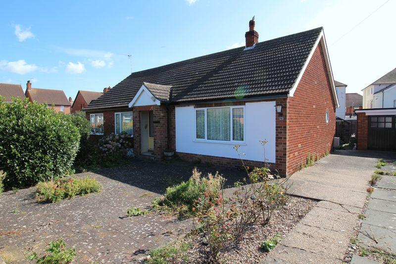 3 Bedrooms Detached Bungalow for sale in Katherine Crescent, Skegness