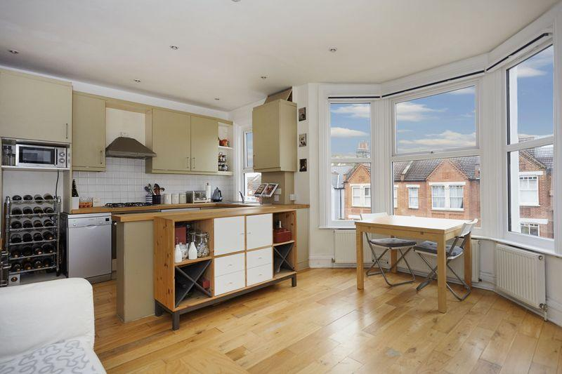 2 Bedrooms Apartment Flat for sale in Heathwood Gardens, Charlton
