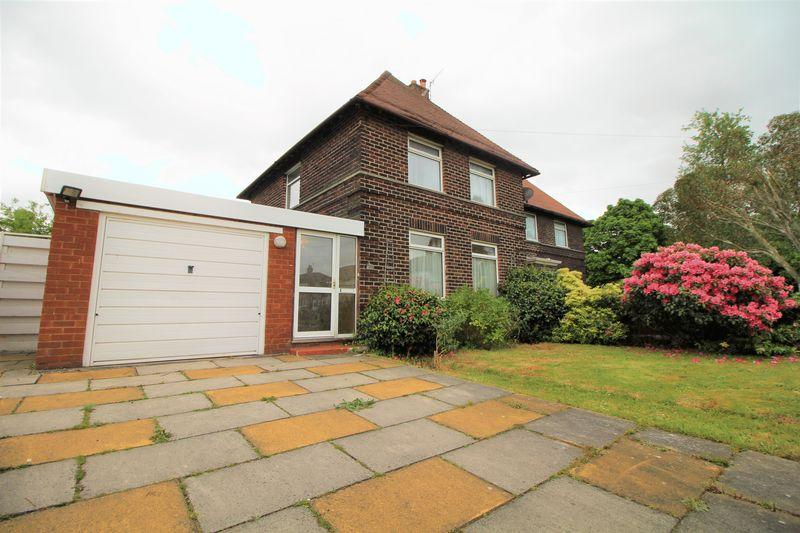3 Bedrooms Semi Detached House for sale in Western Avenue, Bromborough