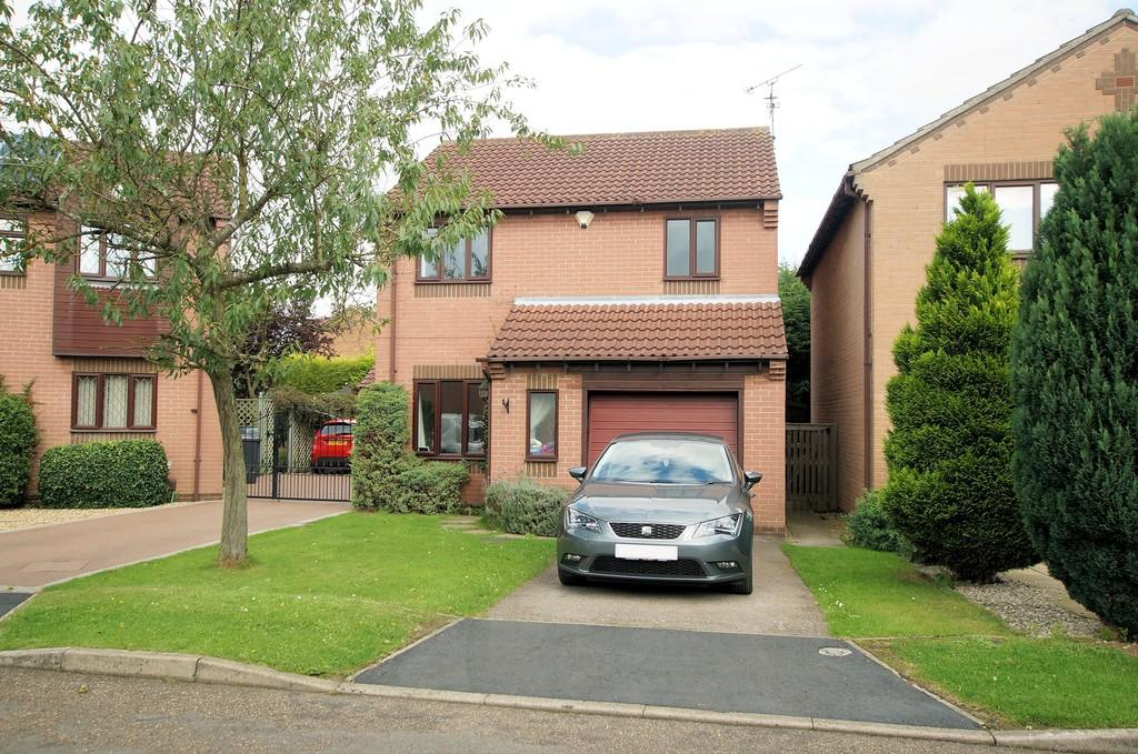 3 Bedrooms Detached House for sale in Hale Close, Lincoln