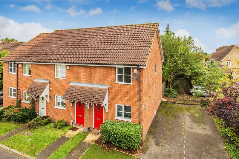 2 Bedrooms Terraced House for sale in Guildford, Surrey, GU2