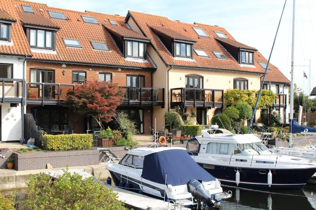 4 Bedrooms Town House for sale in White Heather Court, Hythe Marina Village