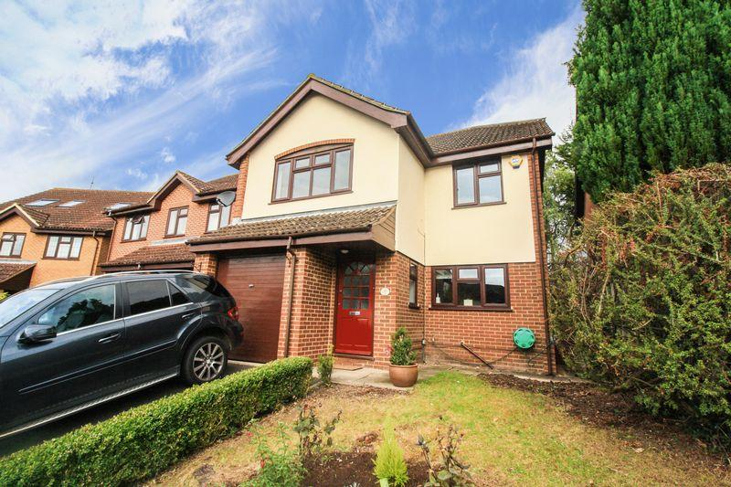 4 Bedrooms Detached House for sale in Marlow Bottom.