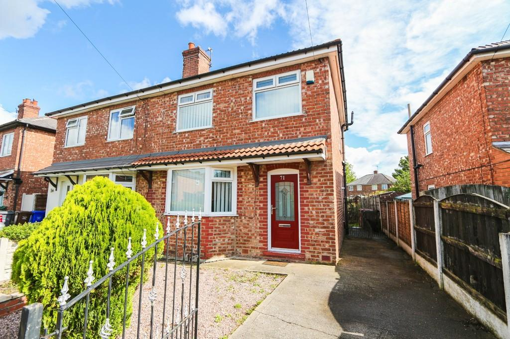 3 Bedrooms Semi Detached House for sale in 71 The Crescent Irlam