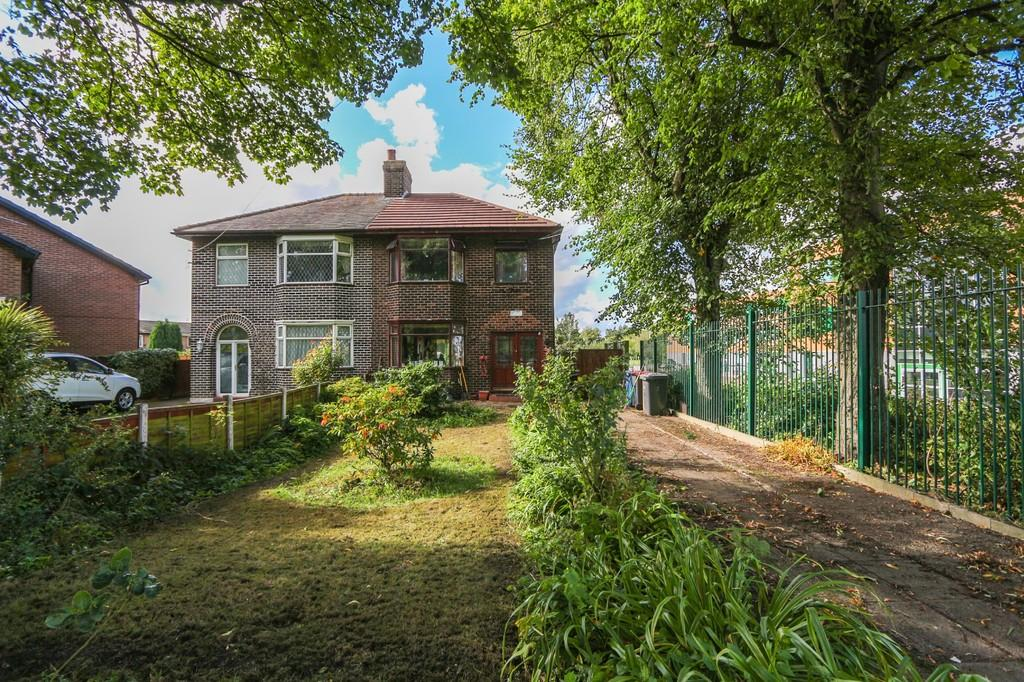 3 Bedrooms Semi Detached House for sale in 2 Station Road, Irlam, Manchester