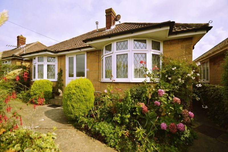 3 Bedrooms Detached Bungalow for sale in LAKE