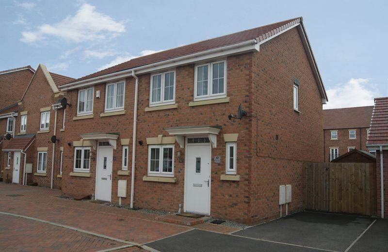 2 Bedrooms Semi Detached House for sale in Kings Sconce Avenue, Newark