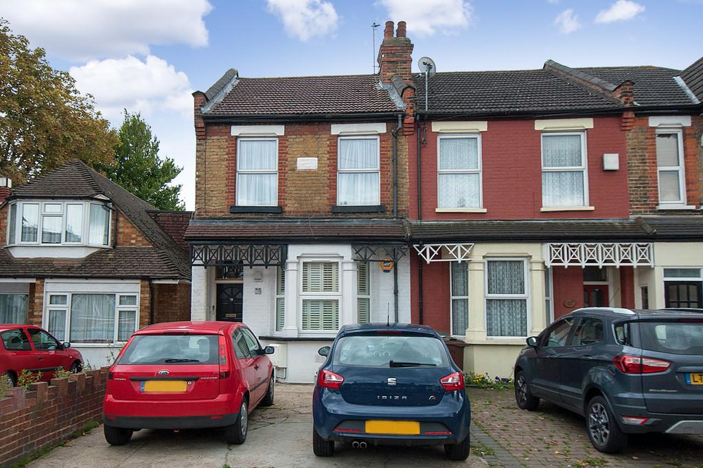 2 Bedrooms Maisonette Flat for sale in Hall Lane, Chingford