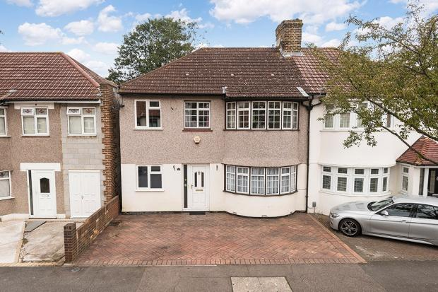 6 Bedrooms Semi Detached House for sale in Selsey Crescent, Welling, DA16
