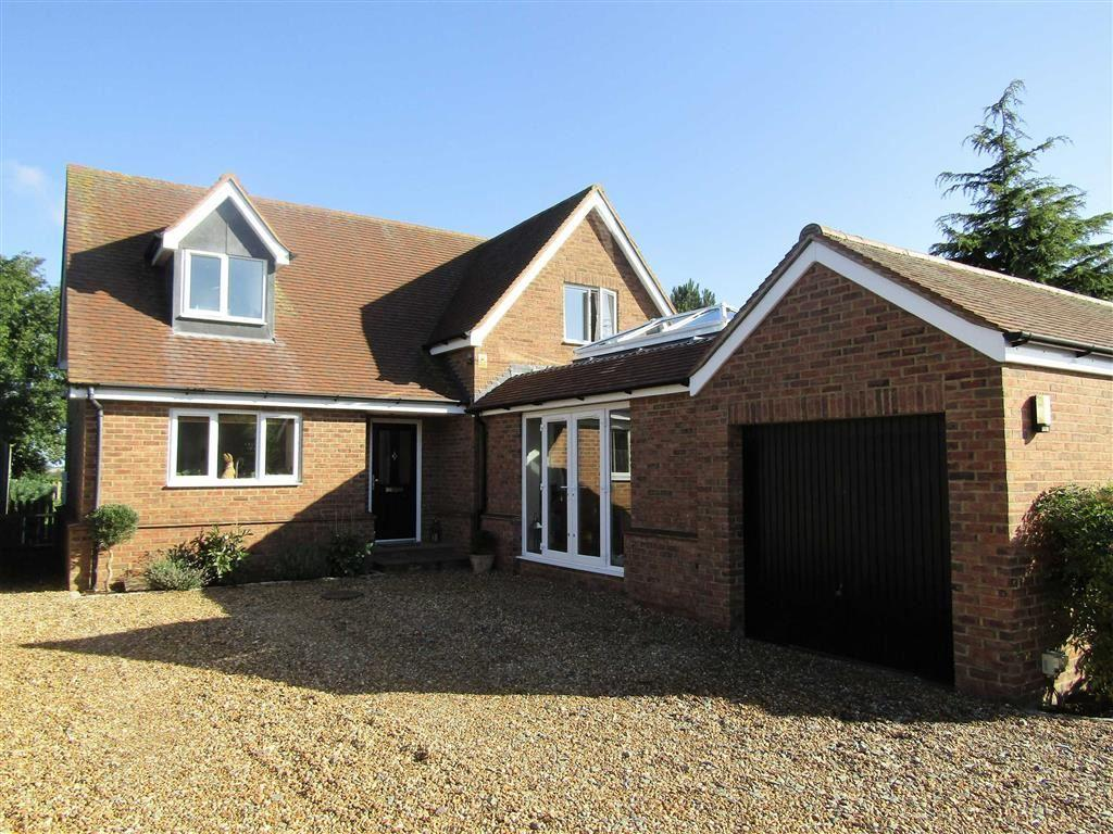 3 Bedrooms Detached House for sale in Station Road, Lower Stondon, SG16