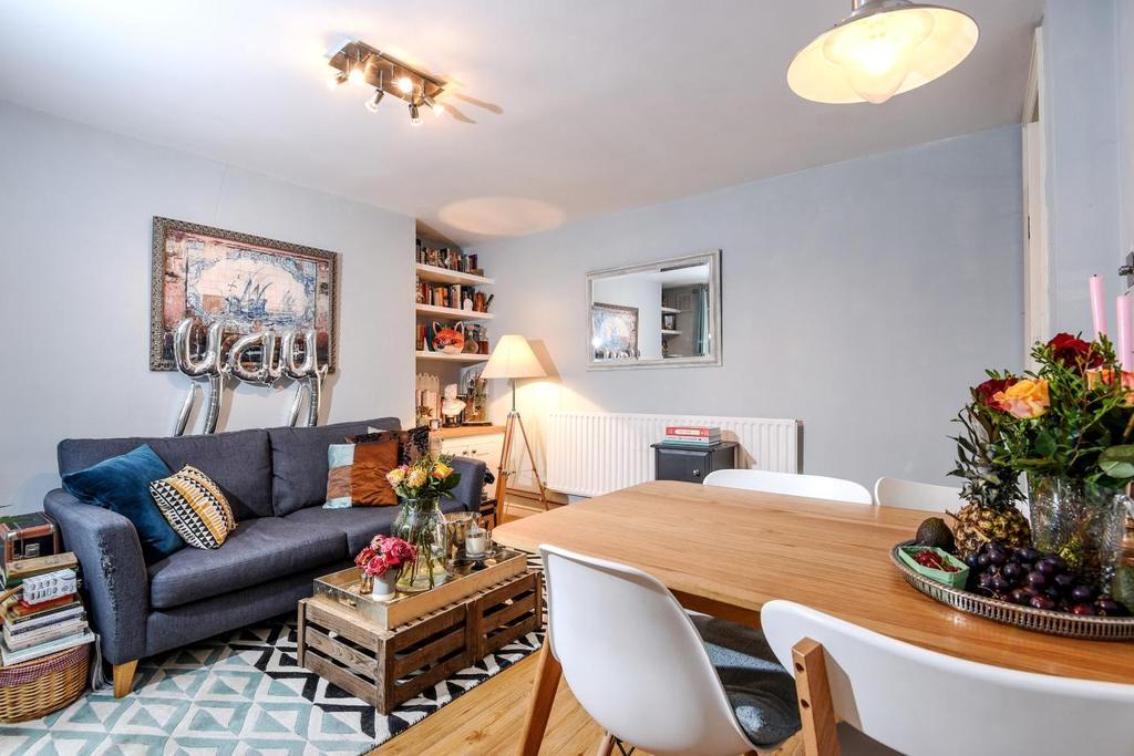2 Bedrooms Flat for sale in Miranda Road, Whitehall Park