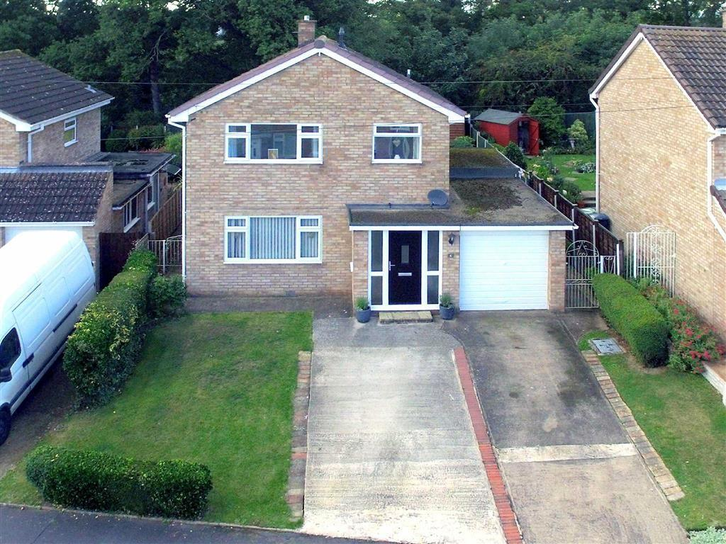 3 Bedrooms Detached House for sale in Pinewood Close, Heath Farm, Shrewsbury, Shropshire